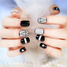2017 Hot Sale Fashion New Arrival 24 pcs Short Full False Nail with Geometric Patterns Black and White with 1 pc Glue Sticker