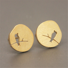 Fashion circle hollow out bird stud earrings creative design of bird shape gap stud earrings drawing on the surface stud earring