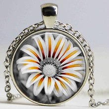 Free shipping Hot Fashion Daisy Necklace, Black and White Flower Necklace, Daisy Flower Jewelry Necklace for Mom