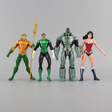 4pcs/Set Superheroes Justice League Wonder Woman Green Lantern Aquaman Cyborg PVC Figure Toy
