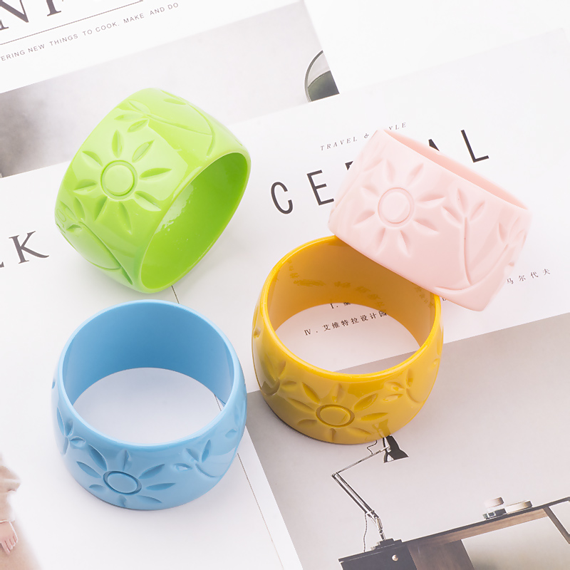 Trendy Resin Cuff Engraved Sun Flowers Fashion Bracelets Bangles Women Acrylic Wide Bracelets Female Simple Charm Party Jewelry (4)