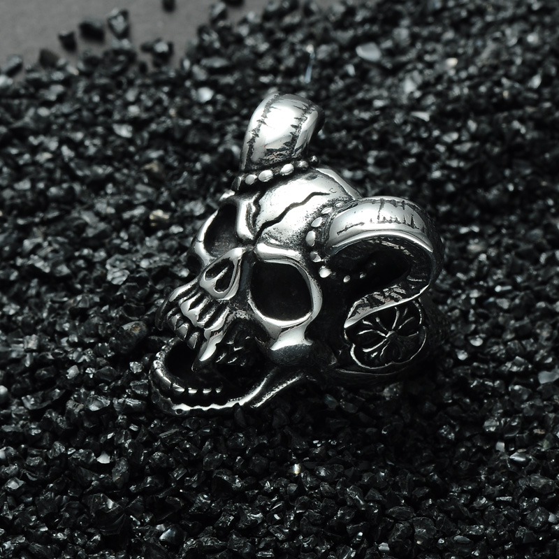 แหวนโคตรเท่ห์ 002 แหวนกะโหลกราชาแวมไพร์ 2