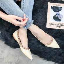 Scarpe di marca Delle Donne Di Lusso Oxford Zapatos De Mujer Donne Scarpe  Rivetto Piatto Punta a punta Nero Beige Moda Primavera. 6e9ba056cb4
