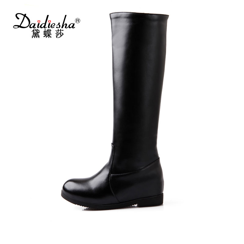 Daidiesha 2017 hot sale solid women knee high boots in autumn low square heels embossed pu leather high quality platform boots<br>