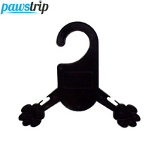 5pcs/lot Professional Dog Clothes Hanger Paw Shape Black Plastice Pet Dog Hanger S/M(China)