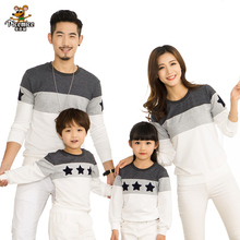 Family Look 2017 Fashion Mother Father Baby Cotton Mommy and Me Clothes Family Clothing Embroidery Star Family Matching Outfits(China)