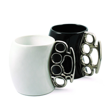 Free Shipping 1Piece Creative 3D Fist Cup Brass Knuckles Mug Ceramic Coffee Mug Porcelain Novelty Coffee Mug With Brass Knuckle