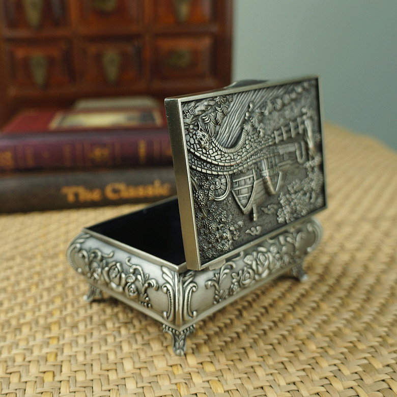 Fashion Classical Carving Princess jewelry box Sweet women Wedding Ring boxes Metal jewel casket boxes artware home decoration(China (Mainland))
