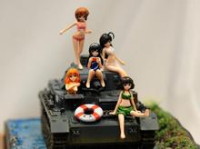 Free Shipping  1/32 Scale Unpainted Resin Figure  girls on tank ( just 5 figures not contain tank)