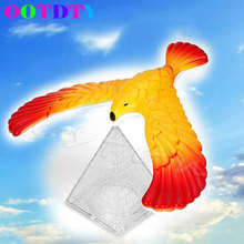 2017 New Miracle Novelty Amaze Eagle Magic Box Balance Bird Desk Display Doll Fun Learn Toy Children Kid Gift MAR31_40