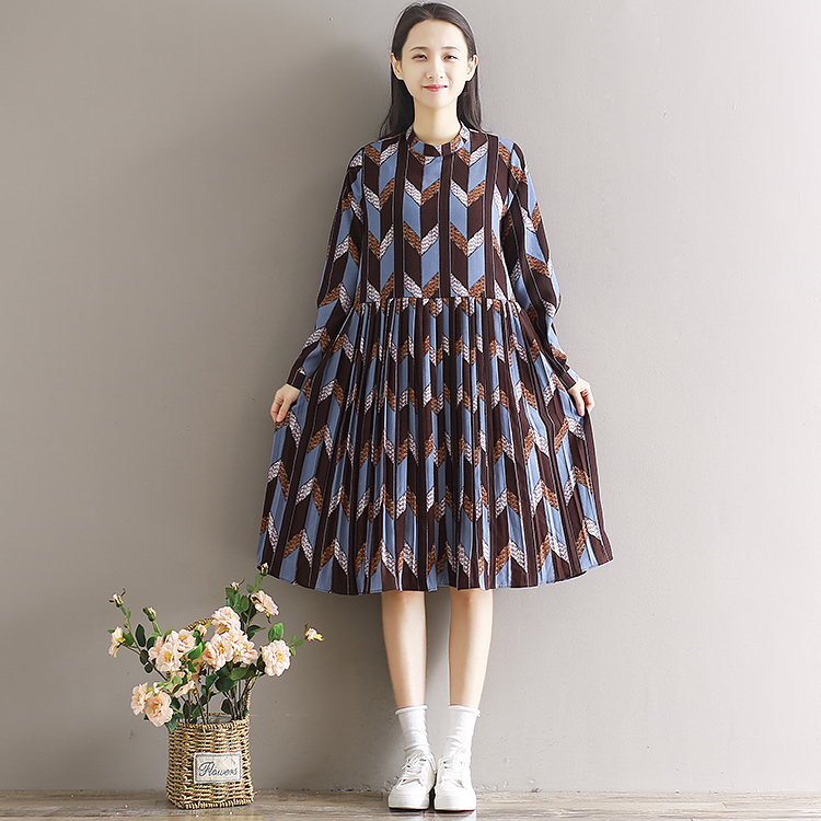 spring and summer of 2017 new Korean version of the long section of Fashion Chiffon printed long sleeved Pleated Dress<br>