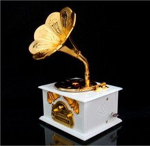 Free Shipping 1Piece Nostalgic Memories ! Large Size Vintage Gramophone Music Box Retro Music Box with Art Disc