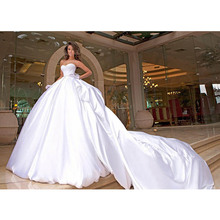 2016 White Wedding Gowns Saudi Arabian New Design Glamorous Ball Gown Sweetheart Cathedral Train Long Wedding Dresses