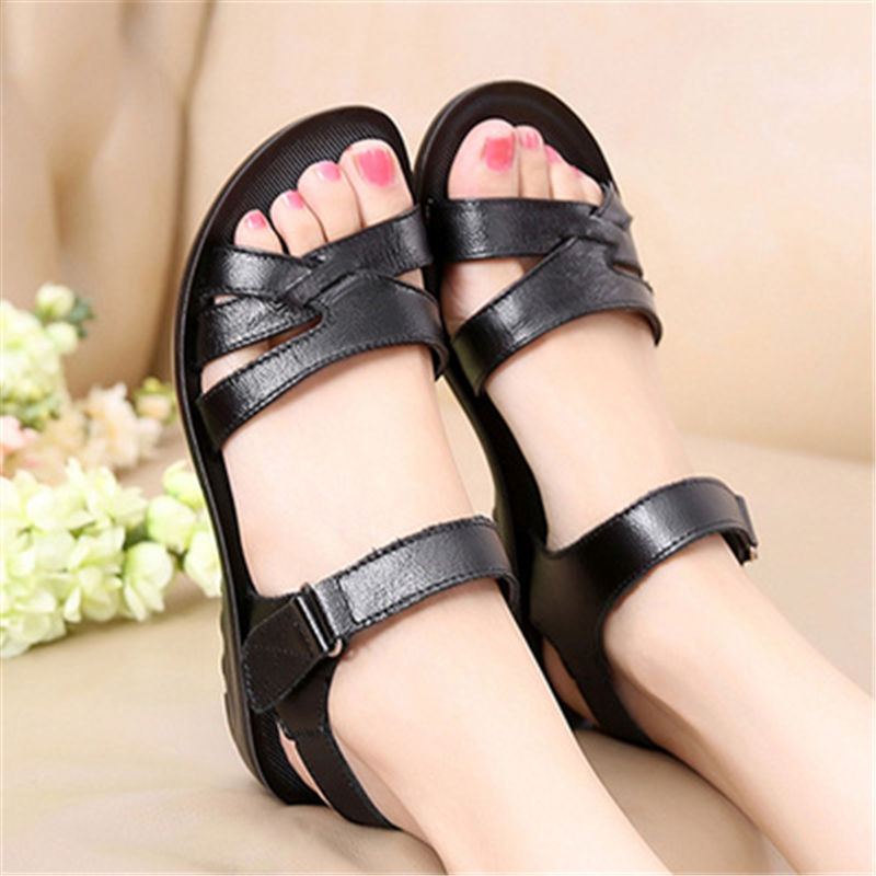 2017 summer mommy sandals female flat in the middle-aged women sandals soft under the big yards with anti-slip old sandals<br><br>Aliexpress