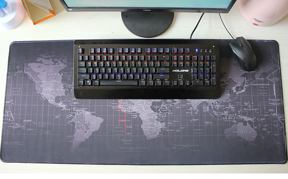 Musta maailmakaardiga hiirematt