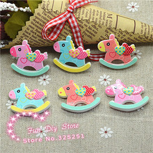 wholesale flat back wooden horse with heart  50pcs 28*30mm