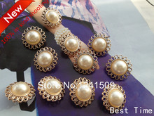 30pcs 24mm Hollow Out Flower Design Imitation Pearl Buttons Pretty Large Plastic Gold Buttons Jewels Flower Design Button X19