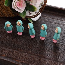 Cute Mini Figurines Miniature Girl Mei Doll Resin Crafts Ornament Fairy Garden Gnomes Moss Terrariums Home Decorations(China)