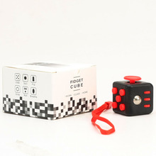 New Cube MQ Mini Fidget Cube Vinyl Desk Finger Toys Squeeze Fun Stress Reliever 3.3cm High Quality Keychain Used to Play anytime
