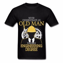2017 Men's Fashion Short Sleeved Camisetas Slim Fit Tops & Tees Never Underestimate An Old Man Engineering Degree T Shirts(China)