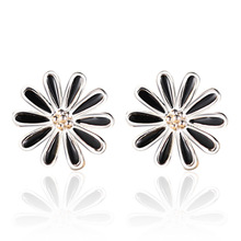 2016 new 925 sterling silver jewelry manufacturers wholesale Korean version of retro black female chrysanthemum Earrings