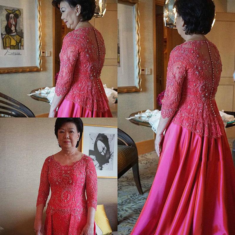 Gorgeous Lace Mother of the Bride Dresses with Sleeves Appliqued A-Line Floor Length Scoop Fuchsia Mother of he Bride Lace Dress