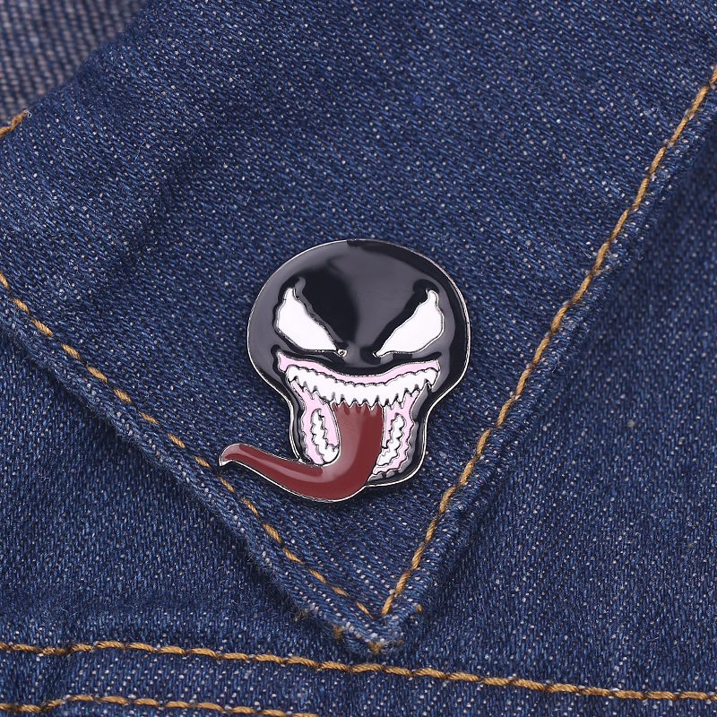 Wholesale Spiderman Venom Brooch Black Symbiote mask with Tongue Metal Enamel Lapel Pin Spooky Movie Horror Sci Fi Venom Jewelry