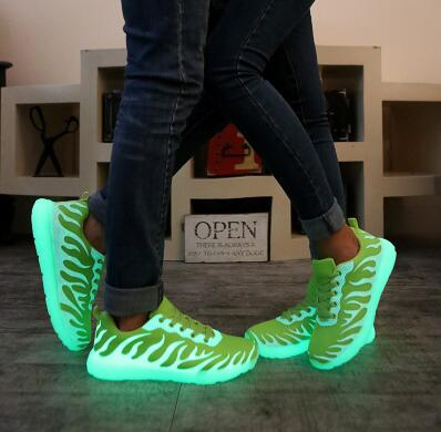 Hot2017 men light up  luminous shoes color glowing casual fashion with new simulation sole No need to charge for men adults neon<br><br>Aliexpress