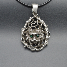1pcs Antique Silver Cat Pendant With Green Stone Eyes Wizard Necklace Elegant Vintage Necklace For Women Gift XL26