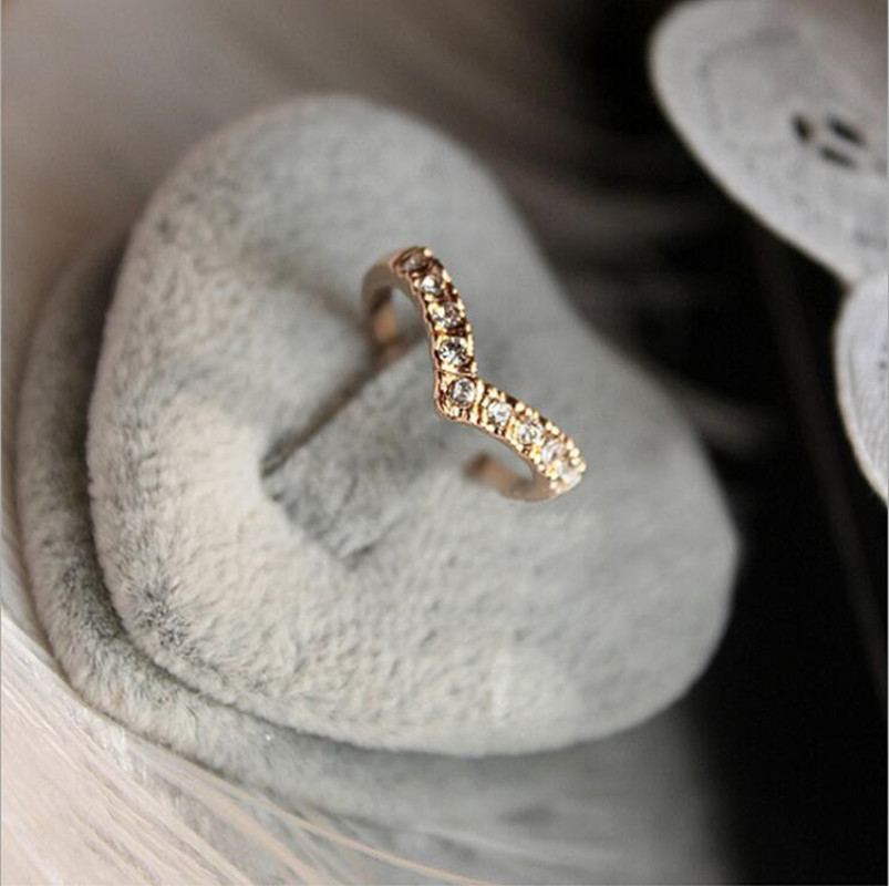 Wholesale Hot Fashion Girl V shape Finger Rings Bijoux New 2018 Simple Crystal Ring Women Wedding Jewelry Accessories Gift