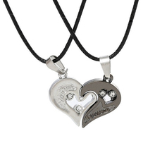 Hot KUNIU Fashion 1 Pair Lovers' Couple Pendant Necklace Matching Hearts Shape Rhinestone Pendant Stainless Steel Lovers Neckla(China)
