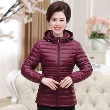 Spring and winter new middle - aged mothers down jacket cotton shorts women middle - aged large light loose hooded