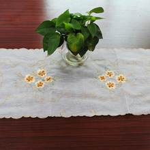 yazi Tablecloth Flower Lace Wedding Party Blended Yarn Organdy Hand-embroidered Table Cover 57x117cm