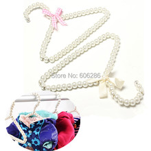 Wholesale 20PCS/LOT 20cm Plastic Pearl Bow Baby Clothes Hangers & Racks for Clothing Store Supplies Party door gift(China)
