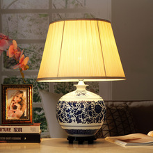 Jingdezhen Vintage style porcelain ceramic desk table lamps for bedside chinese Blue and White Porcelain table lamp vintage