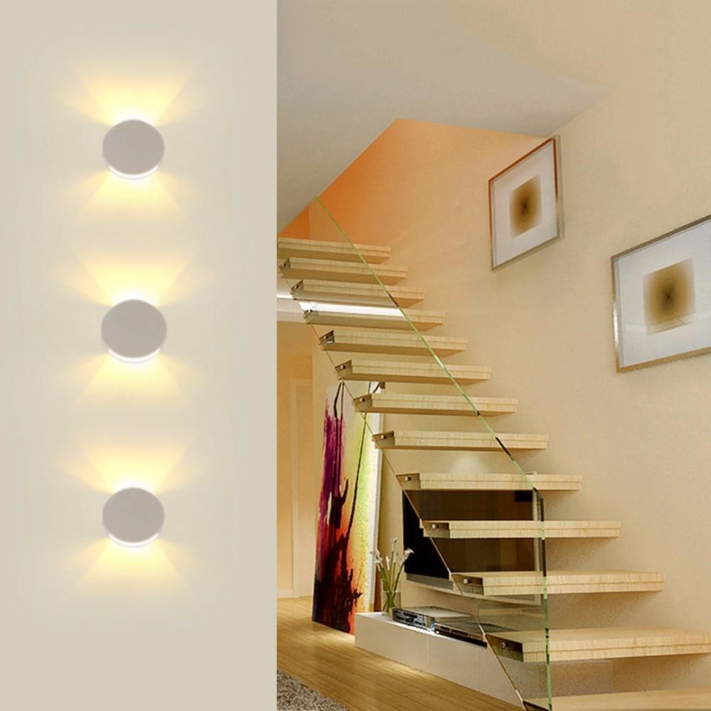 Как выбрать светильник для лестницы