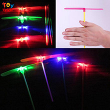 Triver Toy Wholesale 100pcs Plastic Bamboo-copter Bamboo Dragonfly Toy LED light-up toys Electronic Cheap Kids Boy party gift