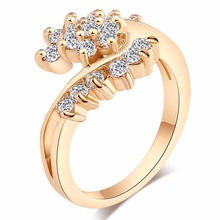 2017 New Design Italy Zircon Gold Color Luxury Rings Elegant Rings for Lady Women Love Hug Design Engagement  Rings