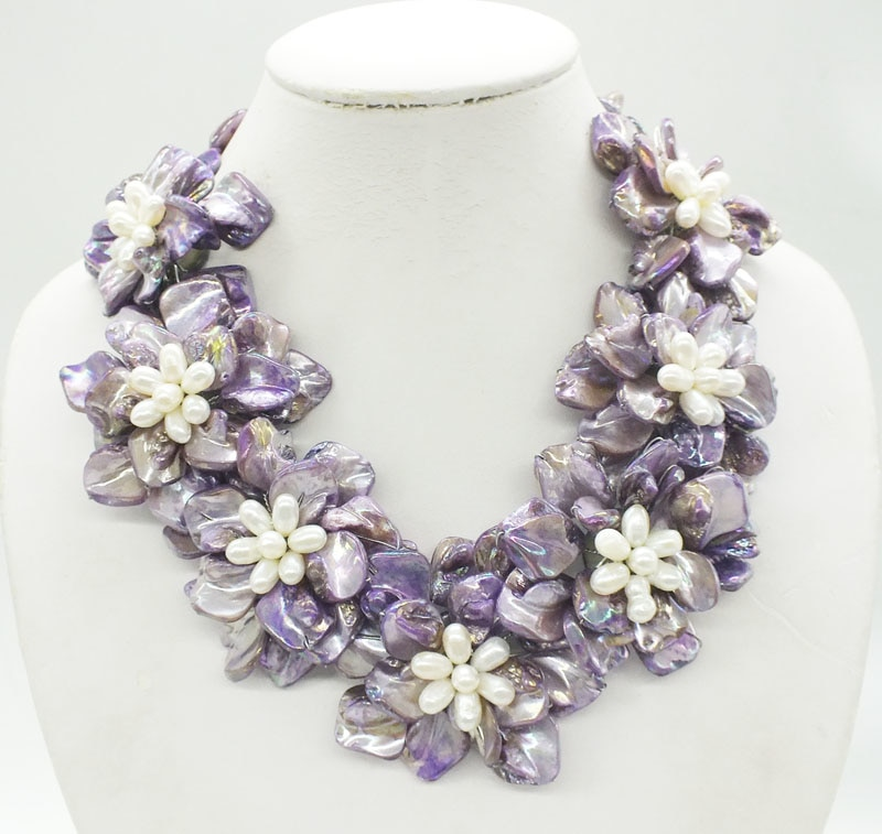 free delivery. Beautiful shell, pearl flower necklace
