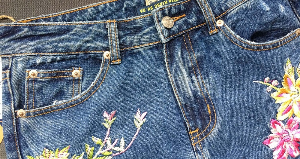 2017 Europe and the United States women's three-dimensional 3D heavy craft bird flowers before and after embroidery high waist Slim straight jeans large code system 46 yards (15)