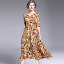 2017 new European spring lock strip cartoon Printed Dress V collar and put a high waist dress