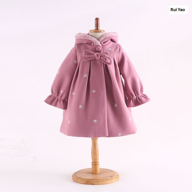 YP7189 2018 Winter Jackets Girls Jackets Embroidery Baby Jacket Girl Coat Baby Fashion Worm Girl Outerwear Bow Girls Clothes <br>