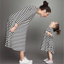 2017 Summer Dresses for Women Fashion Black and White Stripes Pocket Design Family Casual Long Dress Mother/daughter Clothing