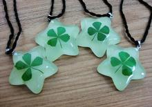 FREE SHIPPING 20 pcs real shamrock glow bottom five star green real four leaf clover pendant specimen