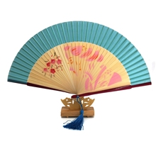 Free Shipping 1pcs Elegant White Ribs Bamboo Fan with Organza Gift bag Tassel For Party Gift Random Pattern Dancing Fan
