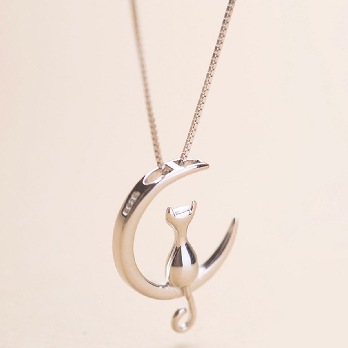 Vintage Moon Lovely Cat Necklaces Pendant Charming Silver Chain Cat On The Moon  Statement Necklace Trendy Animal Pet Jewelry