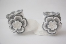 Crochet baby booties, baby girl shoes, boots, socks, white, silver grey, gray, flowers photo prop baby shower gift size:9cm,11cm