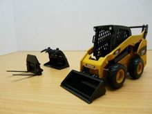 Cat 272C Skid Steer Loader with Tools 1/32 construction model By Norscot 55167