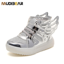 Sports Kids Shoes Children Flashing LED Shoes Leisure Boys/Girls Size With Wings Luminous Shoes Quality Fashion 2016 New Style