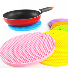 1Pc Honeycomb Shaped Mats Non Slip Placemats Food Grade Silicone Table Mat Round Shaped Coasters Cushion Heat Resistant Pads